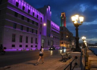 bari palazzo della regione luci viola